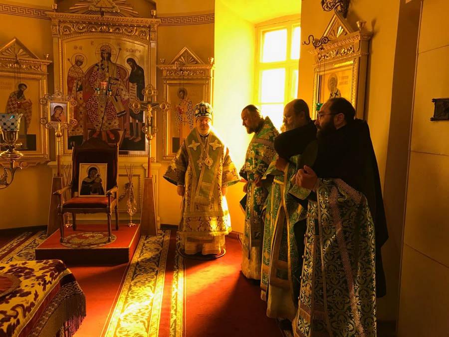 В праздник преподобных Сергия и Германа Валаамских епископ Выборгский и Приозерский Игнатий посетил Коневец, совершив Божественную литургию в соборе обители
