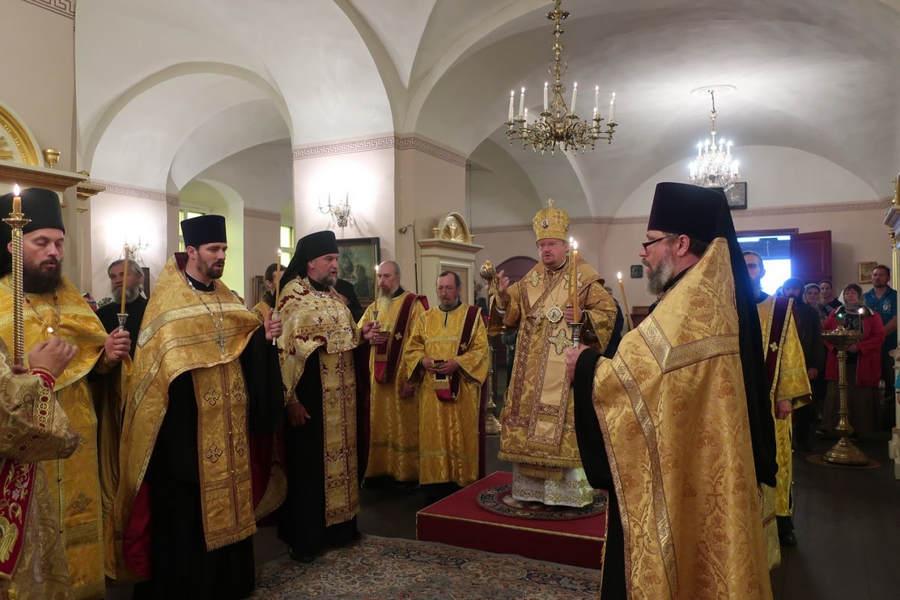 В Неделю 6-ю по Пятидесятнице епископ Выборгский и Приозерский Игнатий совершил богослужения на Коневце, посетив затем Кудрово с архипастырским визитом