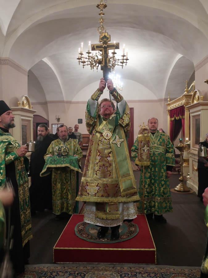 Епископ Выборгский и Приозерский Игнатий совершил праздничные богослужения в честь  Воздвижения Честнаго и Животворящего Креста Господня на Коневце
