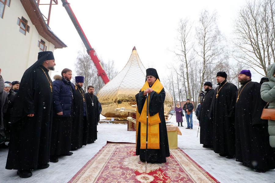 Наместник Коневского Рождество-Богородичного монастыря сослужил Преосвященнейшему Игнатию на богослужении чина освящения креста в Рощино