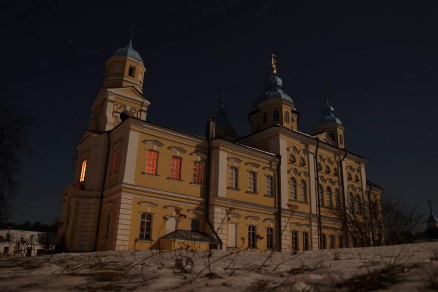 В Коневский монастырь проведен свет: в обители подключено постоянное электроснабжение