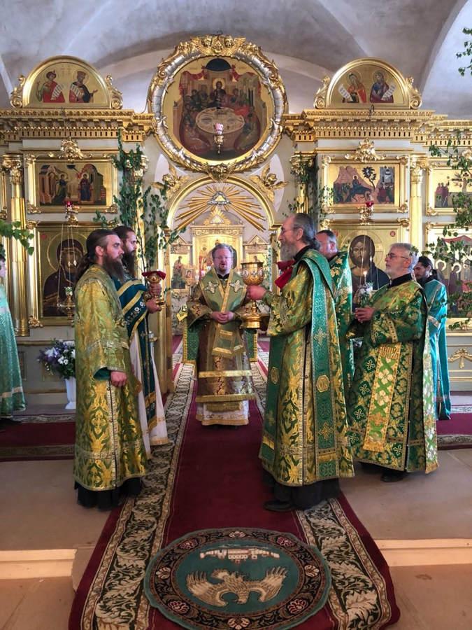 Епископ Выборгский и Приозерский Игнатий возглавил торжественные богослужения в праздник обретения мощей преподобного Арсения на Коневце