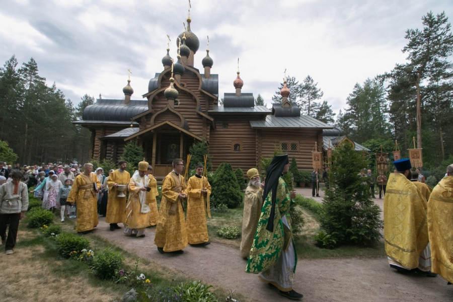 Наместник Коневской обители сослужил епископу Выборгскому и Приозерском Игнатию, священноархимандриту монастыря, за Литургией в Сосново