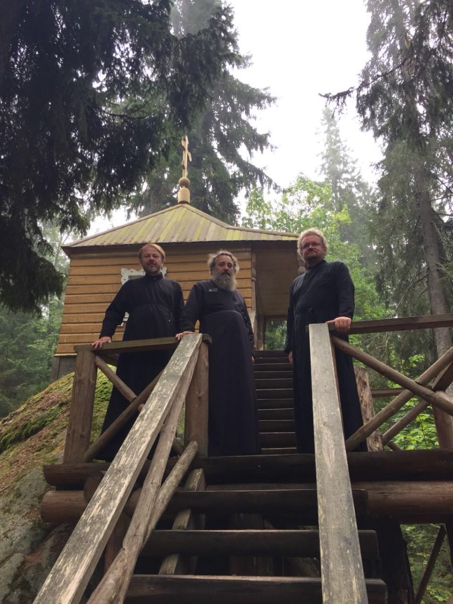 Архиепископ Калининградский и Балтийский Серафим вместе с Преосвященнейшим Игнатием посетил Коневский монастырь
