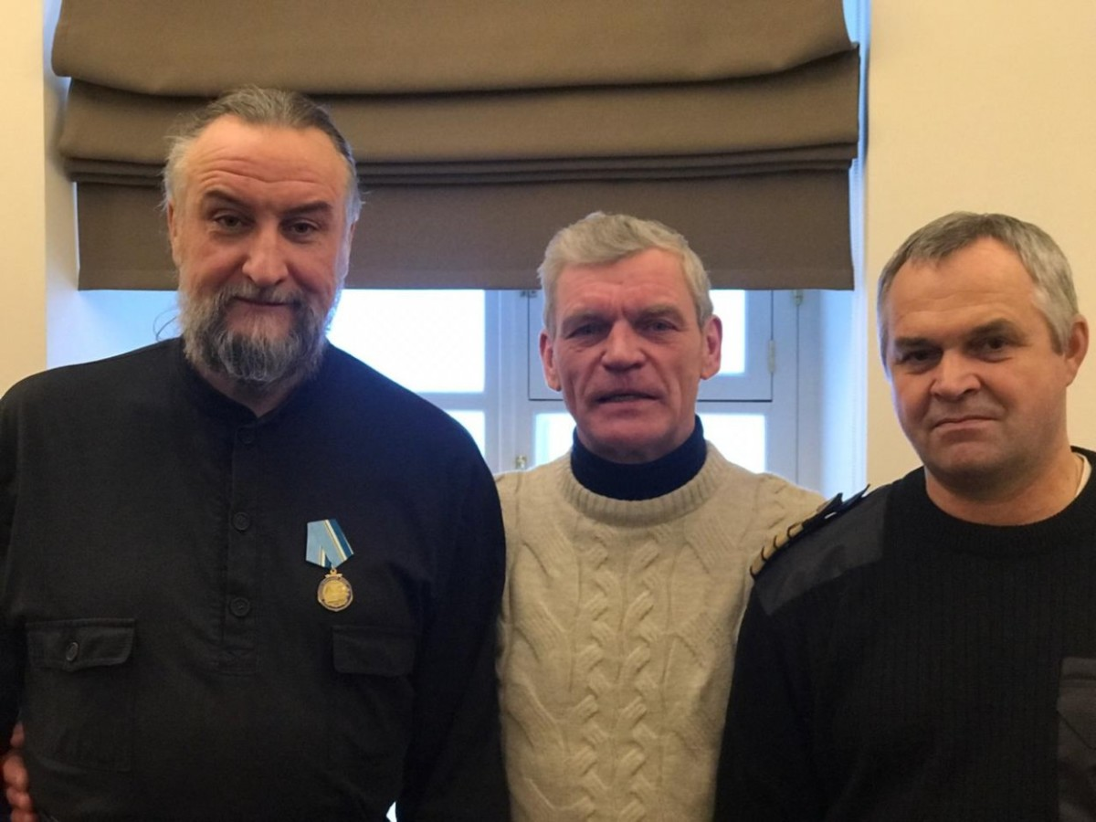 Наместник Коневского монастыря и руководитель Коневского флота награждены юбилейными медалями «320 лет Военно-морскому флоту»