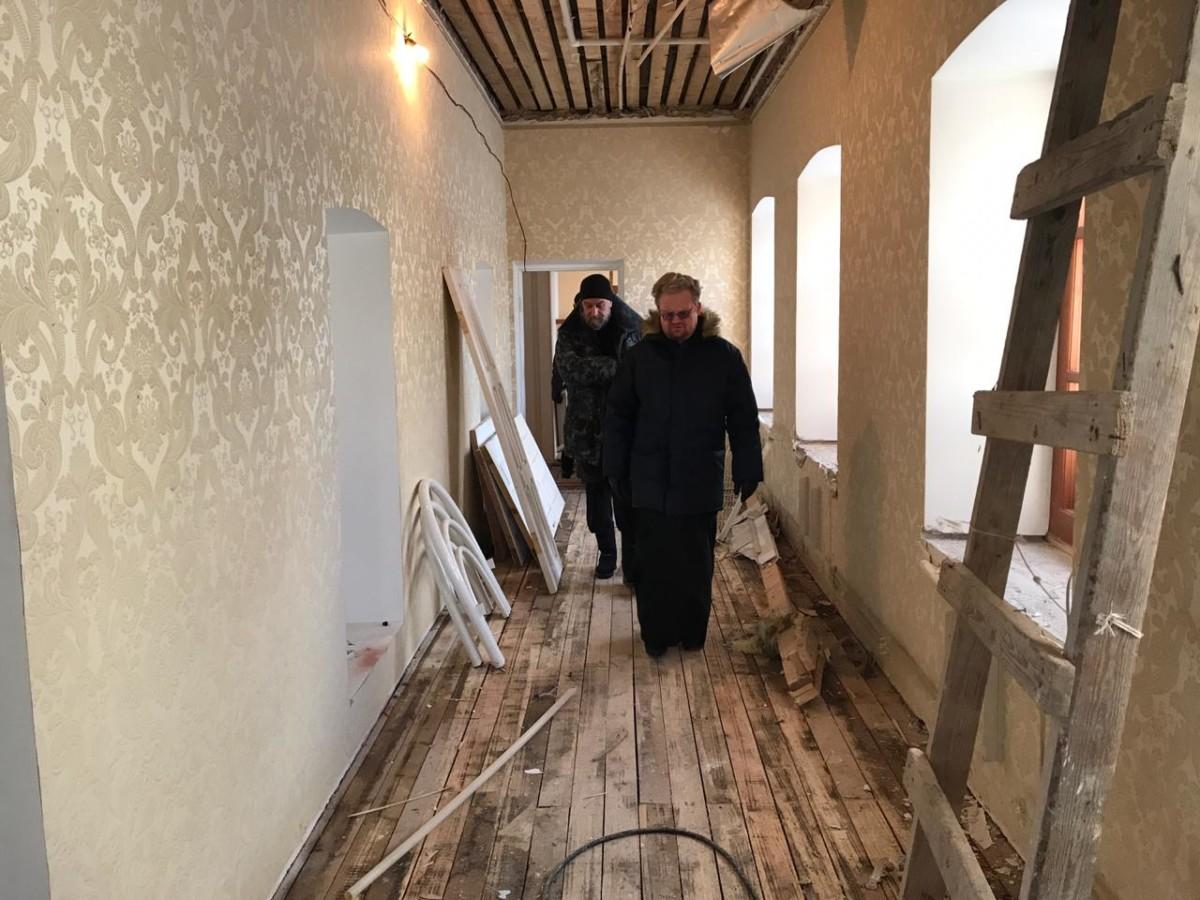 Преосвященнейший Игнатий провел ряд совещаний на Коневце и осмотрел объекты ремонтно-реставрационных работ на острове