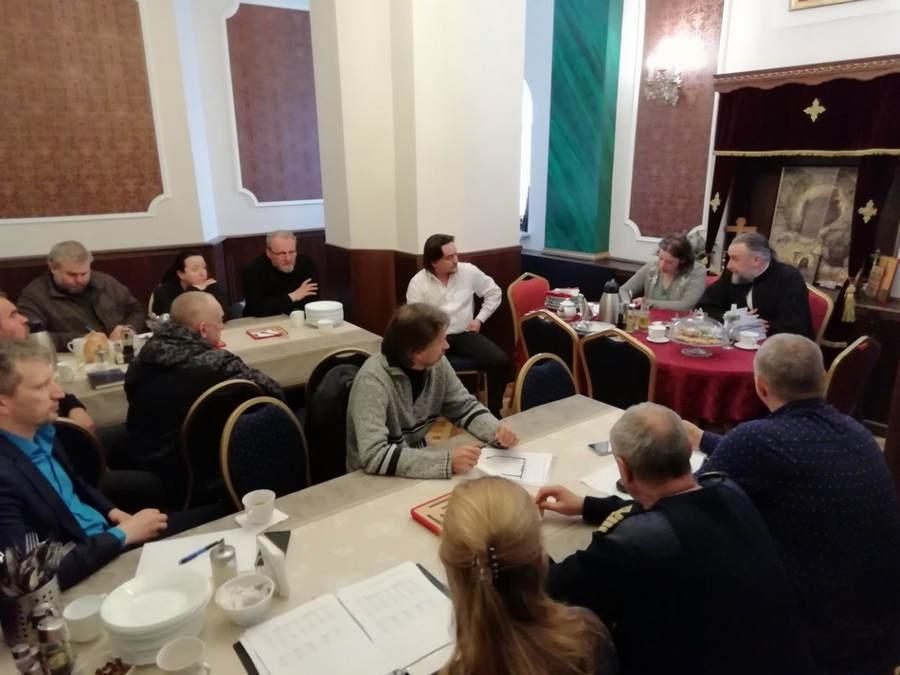 На петербургском подворье Коневского монастыря под руководством наместника обители состоялось совещание, посвященное новому паломническому сезону