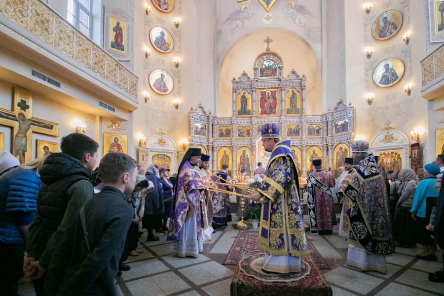 Наместник Коневской обители сослужил епископу Выборгскому и Приозерском Игнатию, священноархимандриту монастыря, за Литургией Великого Четвертка в Токсово