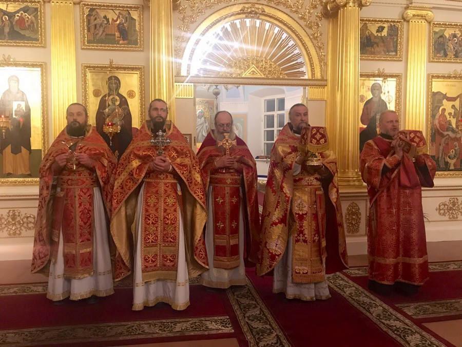 В верхнем храме Рождество-Богородичного собора Коневского монастыря совершены Пасхальные богослужения