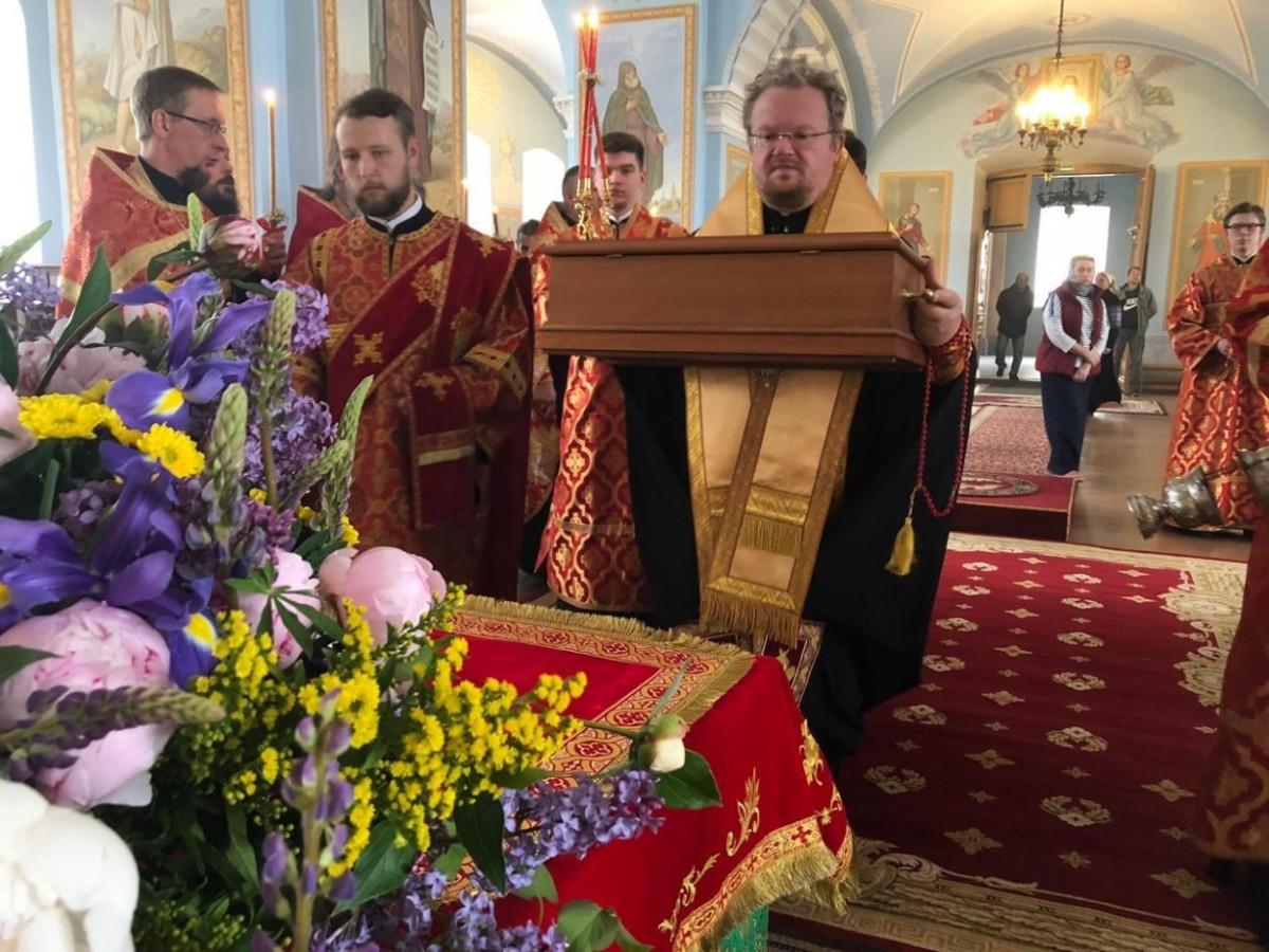 Преосвященнейший Игнатий совершил последование малой вечерни в Рождество-Богородичном соборе Коневской обители