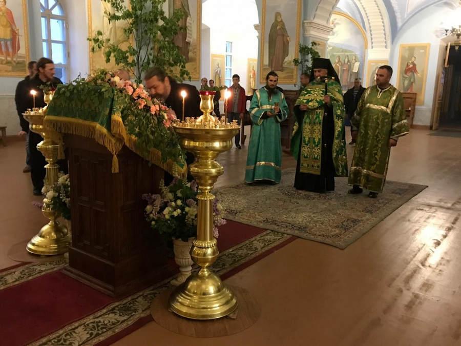 День Святой Троицы молитвенно встретили в Коневском Рождество-Богородичном мужском монастыре