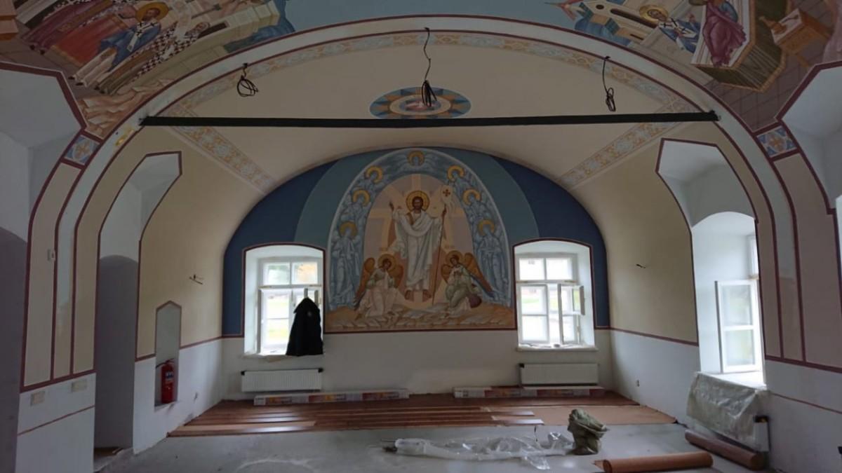 В Никольском храме Коневского монастыря с фресковых росписей сняты леса