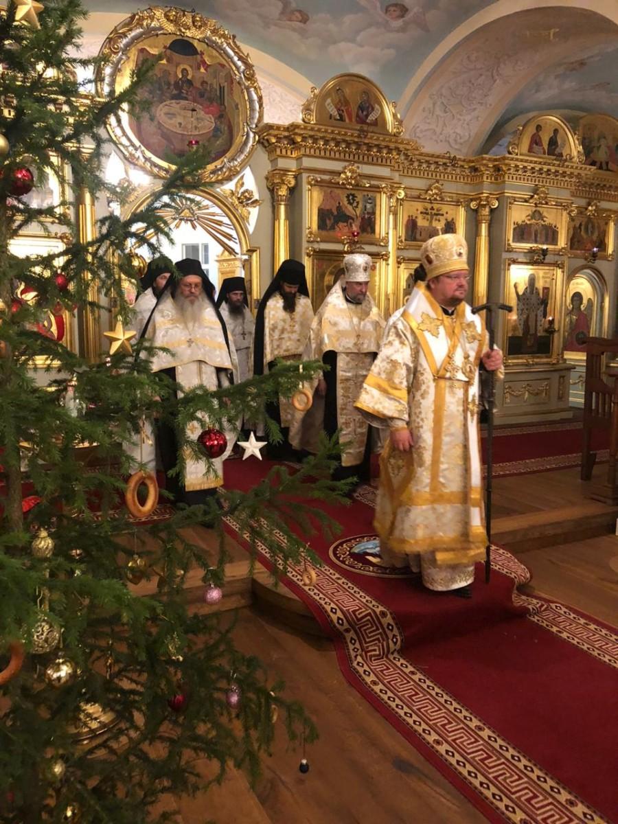 Преосвященнейший Игнатий совершил Всенощное бдение накануне Богоявления в Коневском монастыре