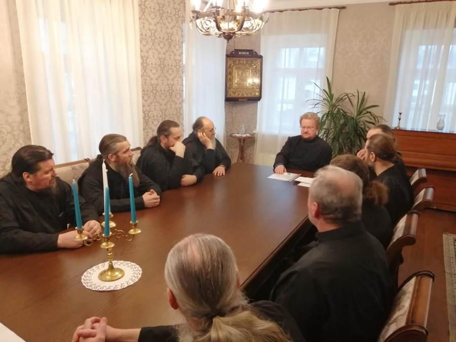 Священноархимандрит Коневского Рождество-Богородичного монастыря возглавил заседание Духовного собора обители