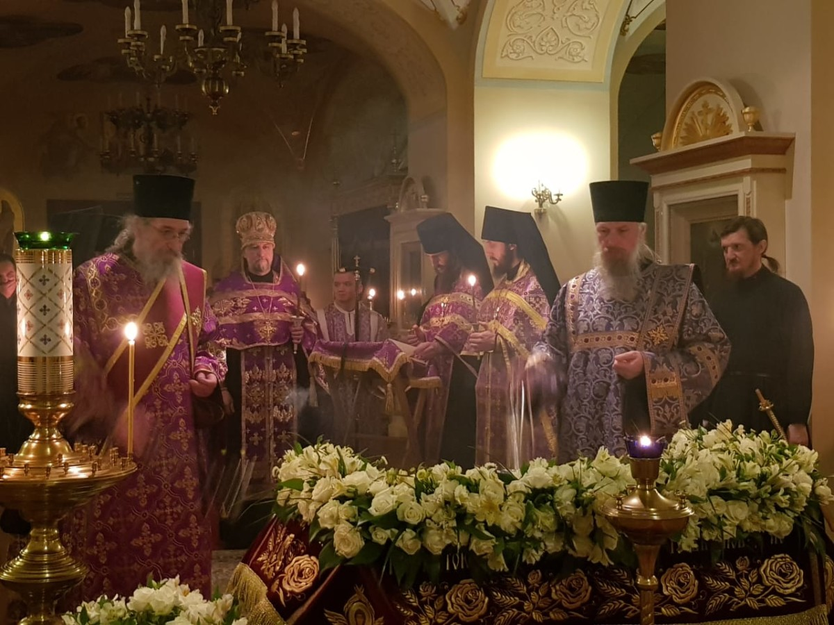 Богослужения Чина изнесения и погребения Плащаницы Господа совершены в Коневской обители