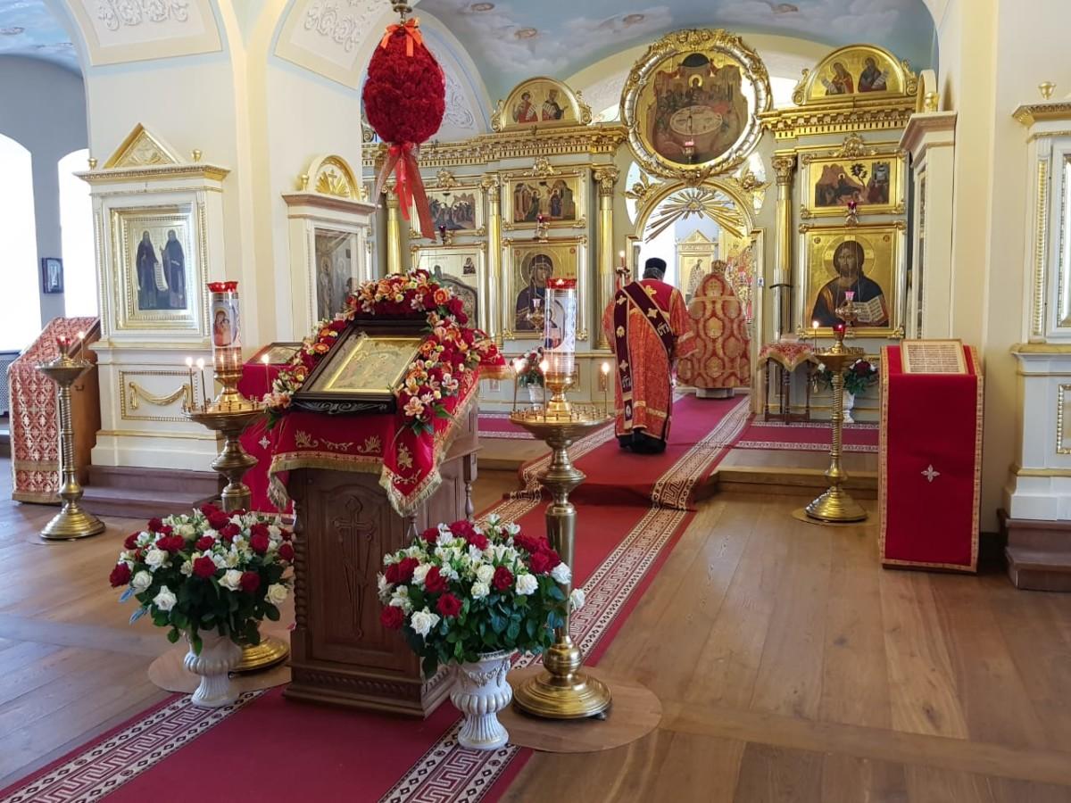 В день Святой Пасхи в Коневской обители совершена Великая вечерня
