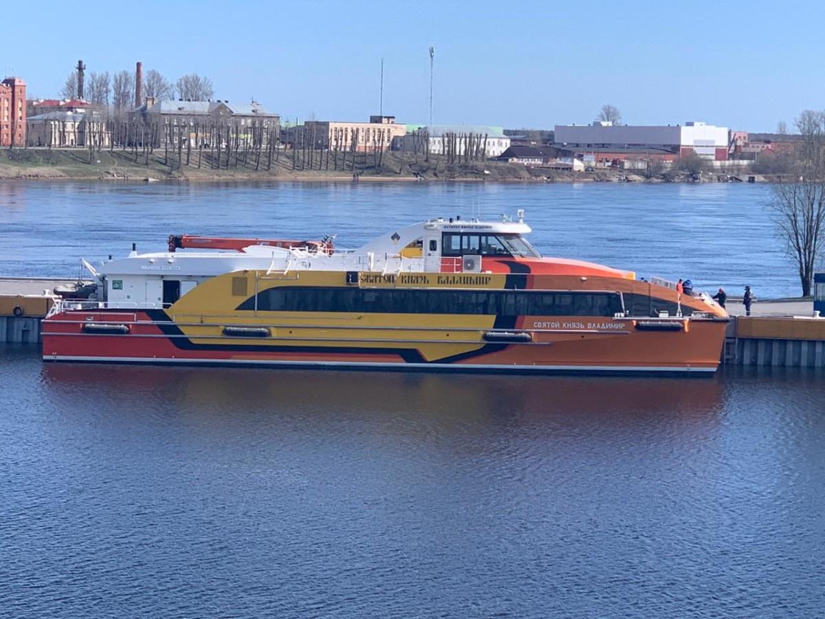 Корабль Коневского флота спущен на воду после зимней стоянки