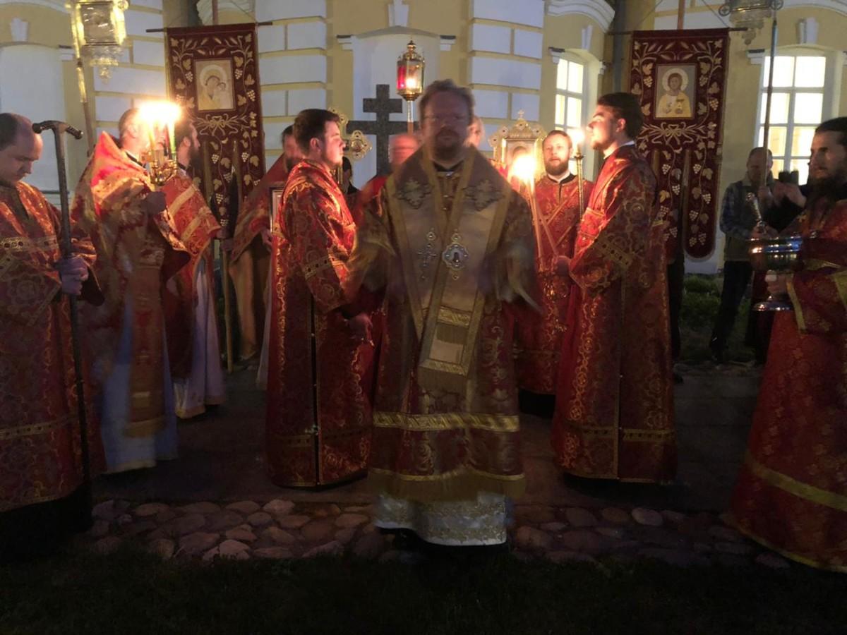 В ночь праздника отдания Пасхи епископ Выборгский и Приозерский Игнатий совершил богослужения Пасхальным чином в Коневской обители