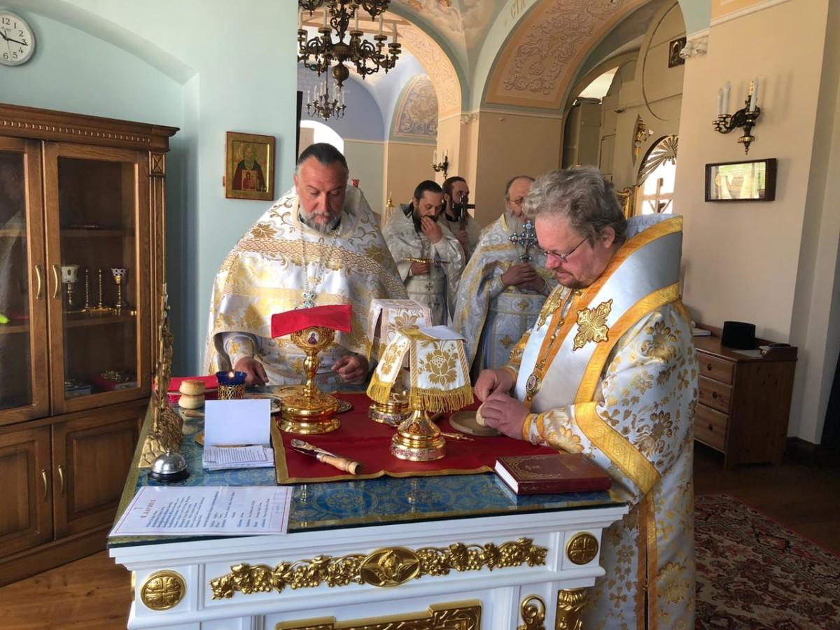В Неделю святых отцов I Вселенского Собора Преосвященнейший Игнатий совершил Литургию в Коневской обители
