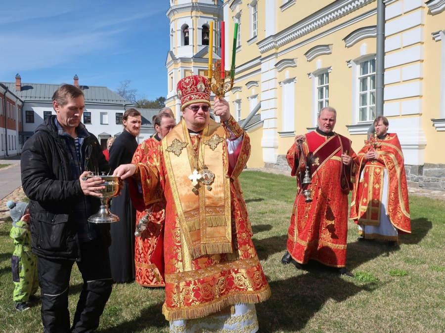 Епископ Выборгский и Приозерский Игнатий совершил богослужения Недели о расслабленном в Коневской обители