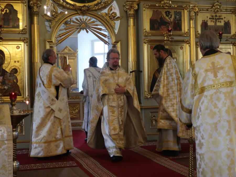В день отдания праздника Вознесения Господня Преосвященнейший Игнатий совершил Литургию в Коневском монастыре