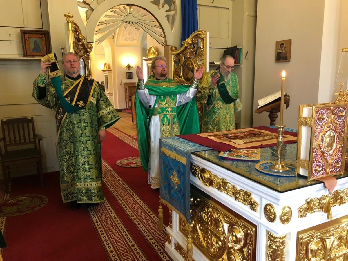 В день памяти святителя Луки Крымского епископ Выборгский и Приозерский Игнатий совершил Литургию в Сретенском храме Коневского монастыря