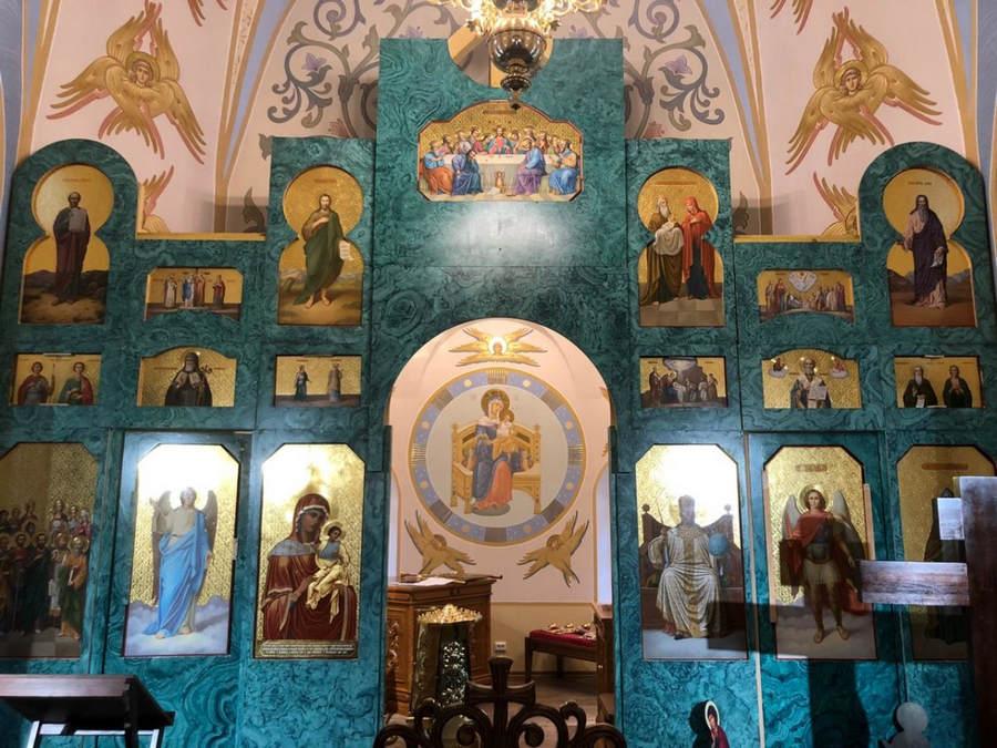 Владыка Игнатий осмотрел восстановленный иконостас Коневского скита