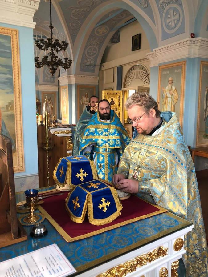В день памяти апостола Фаддея владыка Игнатий совершил Божественную литургию в верхнем храме Рождество-Богородичного собора Коневского монастыря