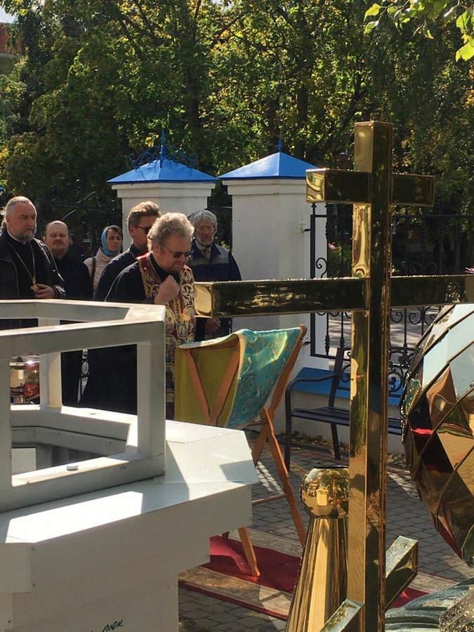 Наместник Коневского монастыря сослужил Преосвященнейшему Игнатию при освящении креста и купола храма строящегося ДПЦ в Приозерске
