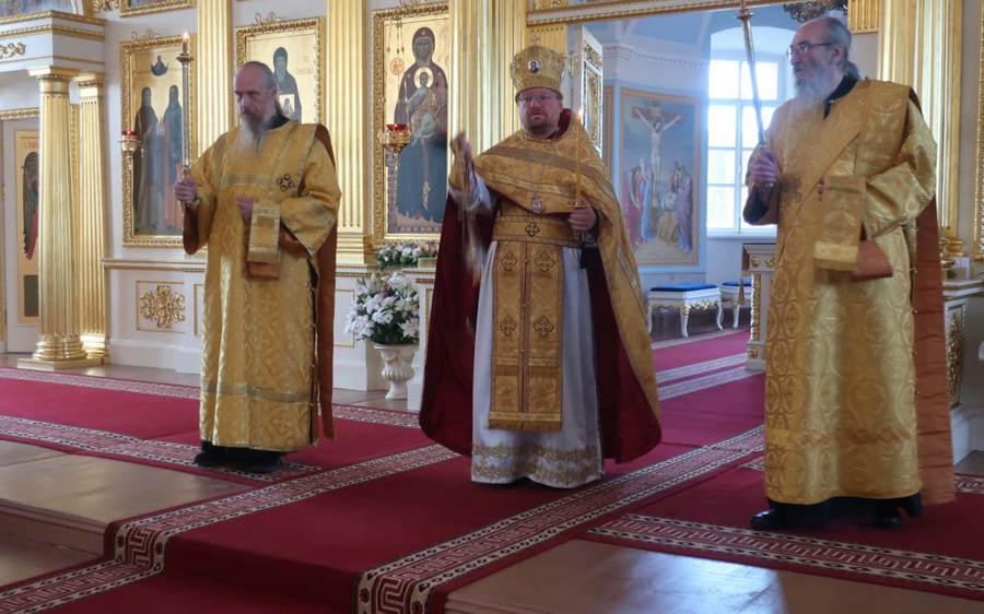 Епископ Выборгский и Приозерский Игнатий совершил богослужения Недели по 5-й Пятидесятнице в Коневской обители