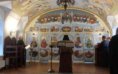 Владыка Игнатий молился за уставным вечерним богослужением и совершил акафистное пение преподобному Арсению Коневскому