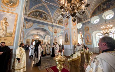 В Коневском монастыре молитвенно встретили праздник Преображения Господня. За Всенощным бдением пел детско-юношеский хор «София»