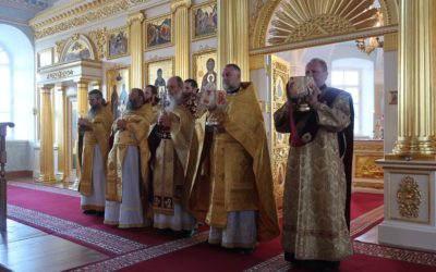 В Коневском монастыре поет детско-юношеский хор «София»