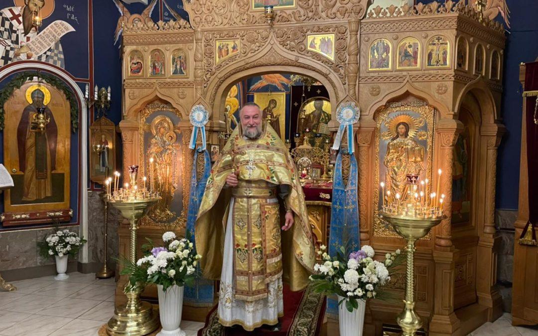 Наместник Коневского монастыря возглавил Божественную литургию на петербургском подворье обители